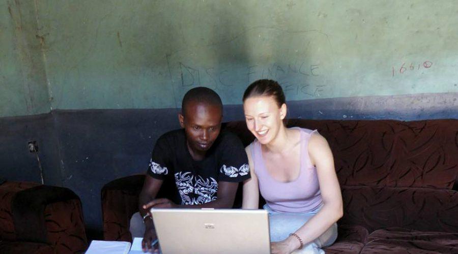 """Laura plant gemeinsam mit Victor und dem DISC-Team den Start """"Gesundheit schenkt Leben"""" vor Ort in Kenia"""